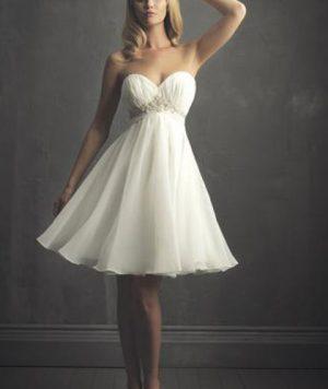 Vestido Corto en Encajes Strapless Princesa y Pedrería 1