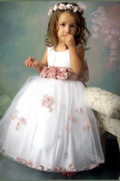 Vestido Pajecitas En Organza Con Flores Y Al Tobillo